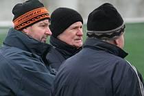 Nový trenér mužstva Pavel Pumprla (vlevo) společně se sportovním manažerem klubu Aloisem Holubem.