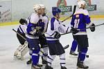 Hokejisté Studénky (v tmavém) se po dvou porážkách znovu radovali z vítězství, které přivezli z Horního Benešova.