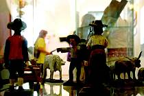 Figurky do betlému zapůjčilo na příborskou výstavu Národní muzeum Praha.