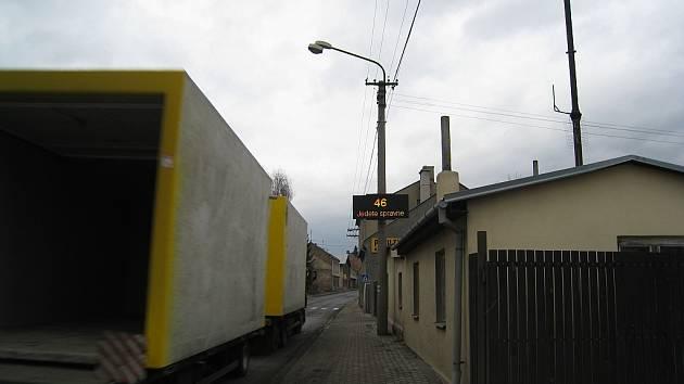 Jedete správně. Tento nápis se objeví na světelné tabuli s údajem rychlosti, pokud ji řidič nepřekročí.