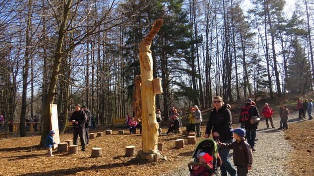 Naučná stezka Beskydské nebe, která protíná areál na Horečkách ve Frenštátě pod Radhoštěm, zahájila v sobotu 2. dubna novou návštěvnickou sezonu.