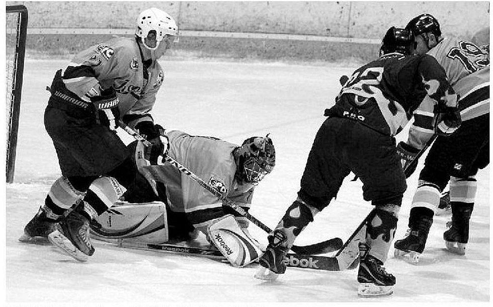 HOKEJISTÉ HC Kopřivnice doma porazili vedoucí celek krajské ligy mužů, HK Krnov.