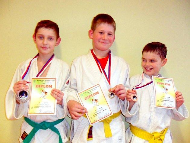 Úspěšní medailisté Závišic, zleva Radek Rýpar, Jakub Gajdušek a Filip Hanzelka.