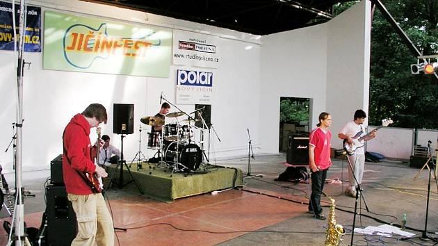 Jičínfest je každoroční velkou příležitostí pro řadu mladých kapel.