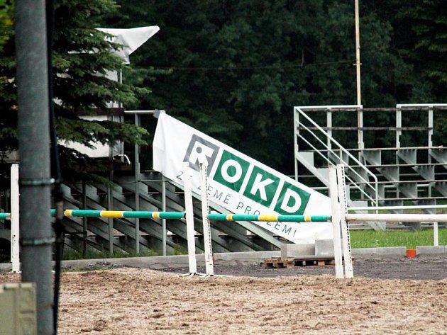 Bannery propagující OKD byly pro TJ Slovan Frenštát pod Radhoštěm podmínkou přijetí dotace.
