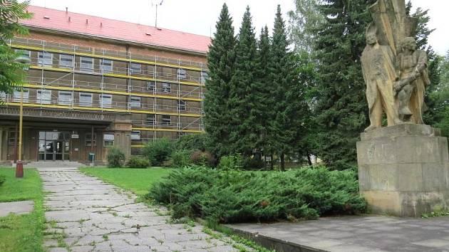 Kopřivnice se už za pár měsíců bude moci pyšnit tím, že všechny její velké základní školy jsou zrenovované. Rekonstrukce poslední neopravené školy, pojmenované po Emilu Zátopkovi, právě začala.