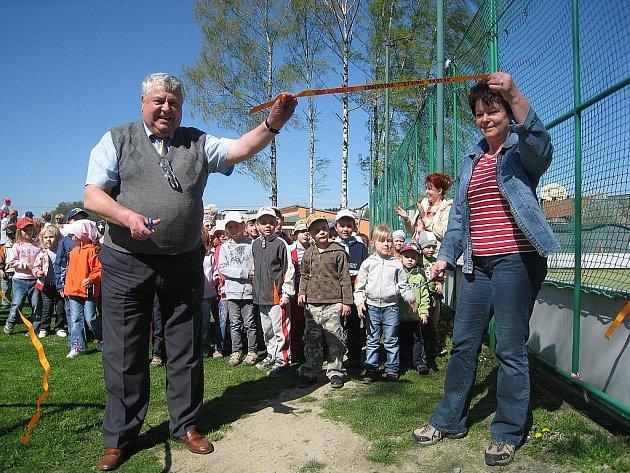 V pátek 30. dubna otevřeli v Kateřinicích nové hřiště pro děti. Stavbu financovala obec společně s Nadací OKD.