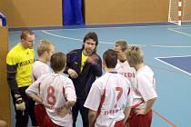Time out si vyžádal trenér Baracudy, Josef Molnár, aby vysvětlil hráčům taktiku pro přesilovou hru.