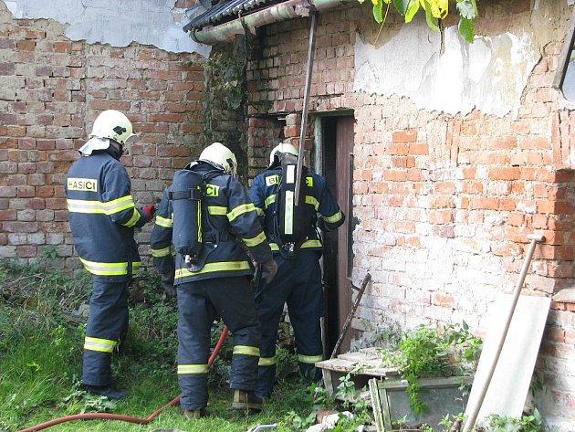 Cvičení bíloveckých hasičů.
