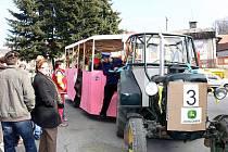 Americký prezident Barrack Obama a česká hlava státu, Václav Klaus, v sobotu 5. března slavnostně otevřeli Metro v Děrném, místní části Fulneku. Lidé využili možnosti projet se metrem i tramvají.