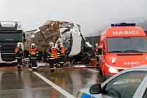 Srážka dvou nákladních aut zablokovala ve středu odpoledne na Novojičínsku dálnici D1 ve směru na Ostravu.