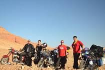 MARTIN, ANDREA, LUKÁŠ A PATRIK na poušti v Maroku.