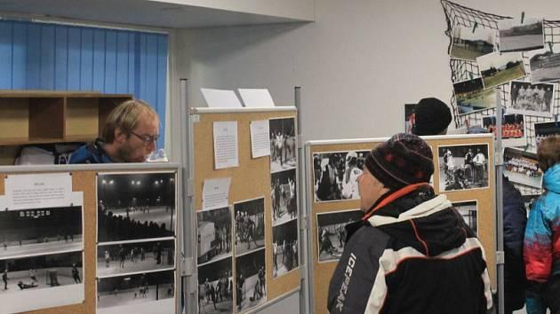 Součástí pátečního derby mezi Novým Jičínem a Kopřivnicí, které zakončilo základní část druholigové skupiny Východ (1:2), byly oslavy 70 let vzniku novojičínského hokeje.