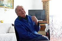 Jan Bezděk z Janovic u Starého Jičína by mohl vyprávět svůj životní příběh dlouhé hodiny.