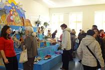 Snímek ze sobotního otevření nové městské knihovny a centra pro seniory na Slezském náměstí v Bílovci.