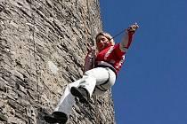 Adrenalinové zábavy v podobě slaňování z Trúby si v sobotu 31. října užilo ve Štramberku několik odvážlivců.