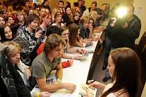 Autogramiáda slovenské zpěvačky Kristíny přilákala na loňském ročníku festivalu Fren music mnoho zájemců. Na autogramiády se návštěvníci Fren music mohou těšit i letos.