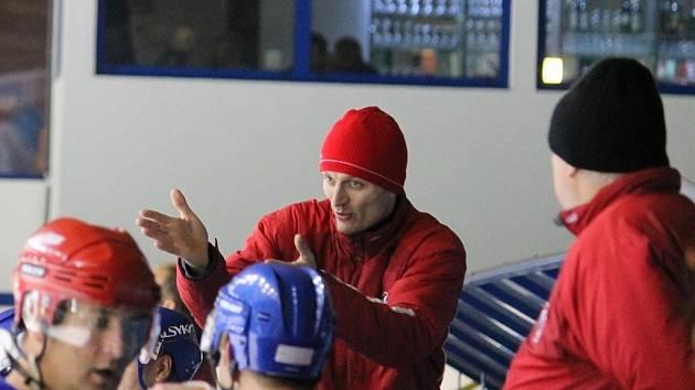 Petr Macháček ještě v době, kdy byl hlavním trenérem B mužstva, hrajícího krajskou ligu.