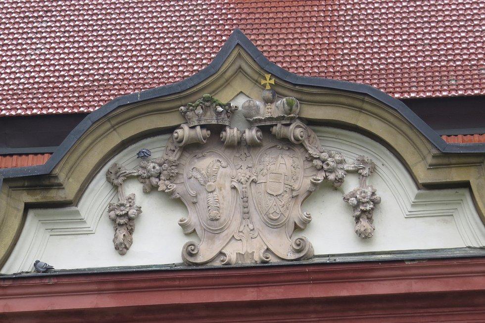 Kunín je veřejnosti znám zejména díky baroknímu zámku a mléku.