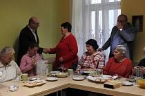 Starosta Nového Jičína Stanislav Kopecký poděkoval Anně Golové za její dlouholetou aktivitu.