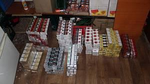 V pronajaté oderské garáži měl pachatel ukryté kartóny cigaret nejrůznějších značek.