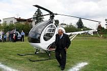 Šenovský starosta Vladimír Demeter přiletěl předloni na zahájení slavností malou helikoptérou. Čím přijede letos, jako každoročně tají.