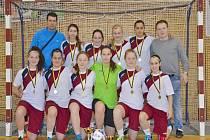 Fotbalistky štramberského Kotouče zvítězily po velkém dramatu na kvalitně obsazeném turnaji v Kostelci na Hané a obhájily tak loňské prvenství.