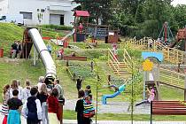 Nově dětské hřiště v Radotínské ulici v Bílovci město oficiálně uvedlo do provozu na Mezinárodní den dětí.