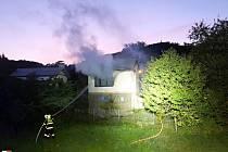 Tragický požár hasily tři jednotky hasičů.