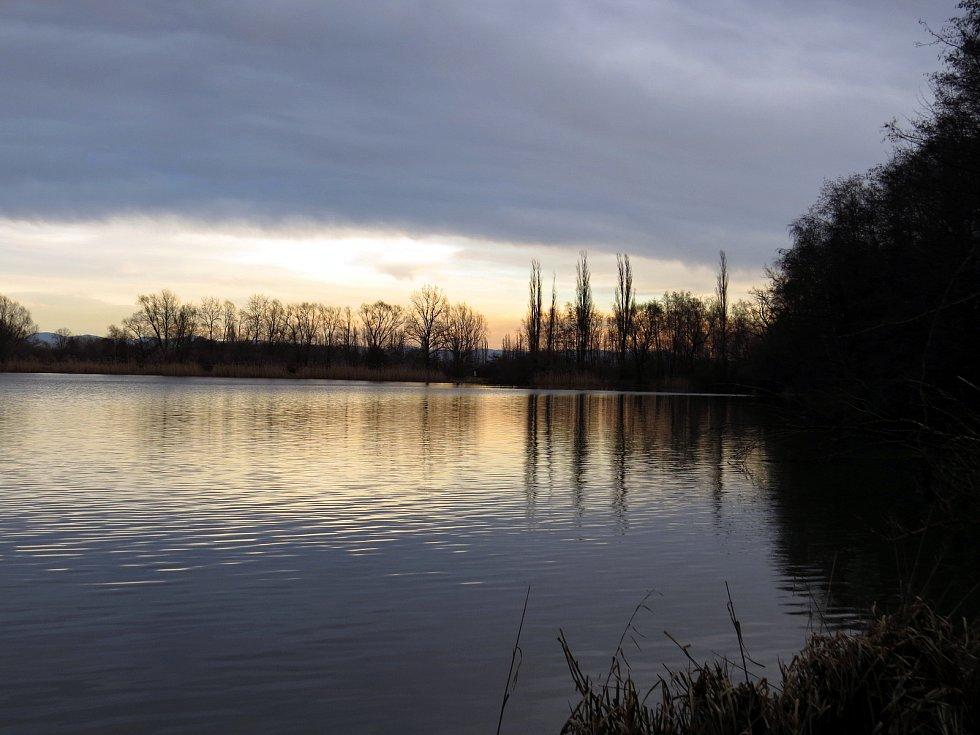 Putování po Odrách od bývalé sjezdovky k rybníkům.