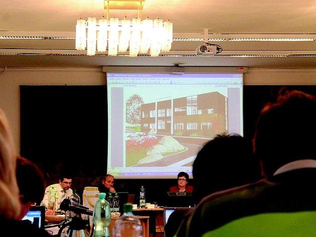 Prodej pozemku, na němž by měla vyrůst výrobní hala společnosti FitCraft, frenštátští zastupitelé odložili.