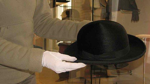 Muzeum klobouků a pokrývek hlavy. Muzeum klobouků v prostorách Žerotínského  zámku v Novém Jičíně je považováno za ... 3a6984a4d4