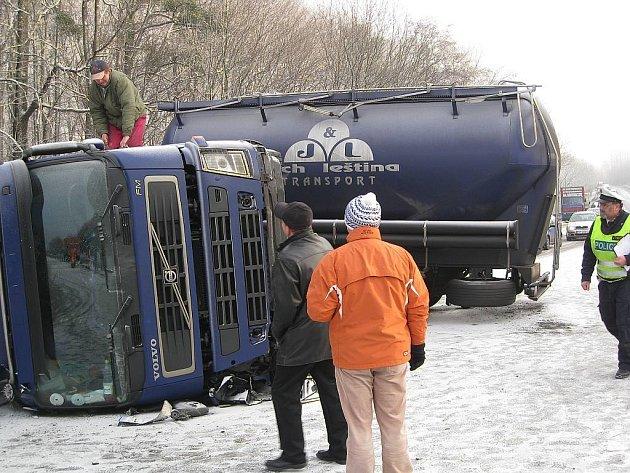 Řidič havarované cisterny měl v sobě přes půl promile alkoholu