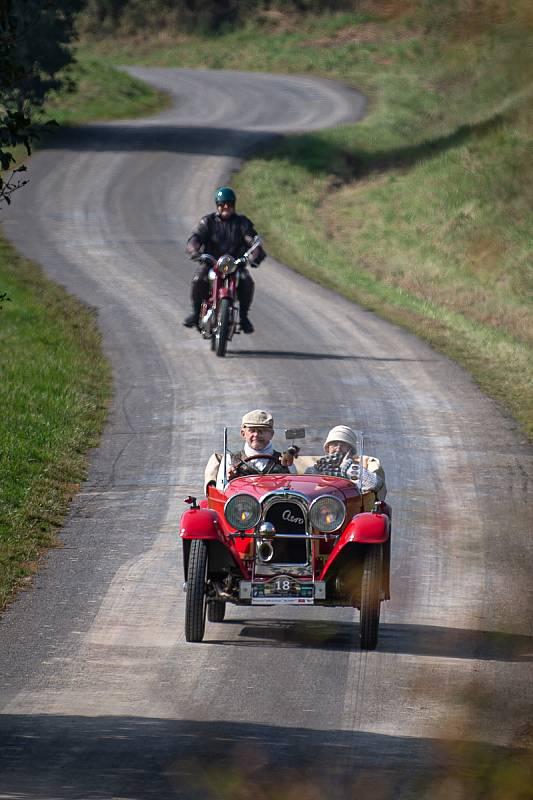 Svatováclavská jízda (přehlídka historických motocyklů a automobilů), 28. zaří 2021 v Novém Jičíně.