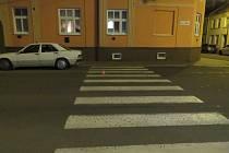 Místo dopravní nehody v ulici Msgr. Šrámka v Novém Jičíně.