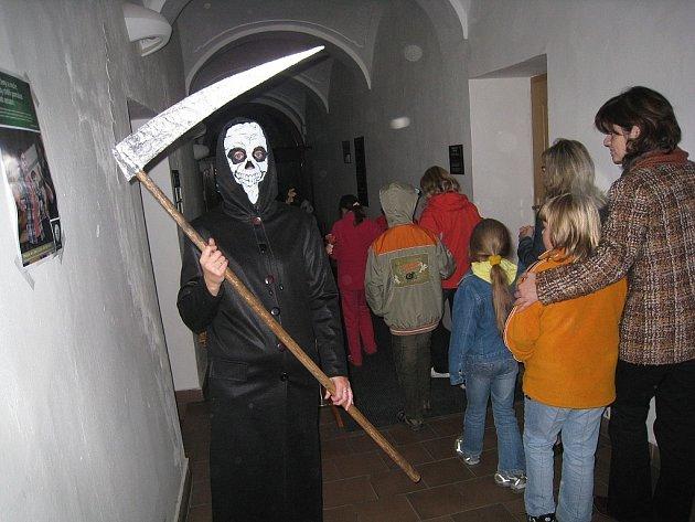 V oderské knihovně se usadila strašidla.