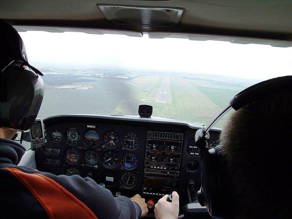 Nevšední zážitek nabízejí letečtí nadšenci na Letišti Leoše Janáčka v Mošnově. Zájemci se zde mohou každých čtrnáct dní vžít, i bez jakýchkoliv zkušeností, do role pilota malého letadla.