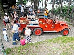 Stará Tatra hasičů Štramberku sklízí všude, kde se objeví veliký obdiv a zájem veřejnosti.