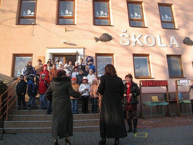 Nevšedním způsobem se rozhodli zastupitelé Rybí uctít jedno sto let od narození akademického malíře Adolfa Zábranského. Pojmenovali po něm základní školu.