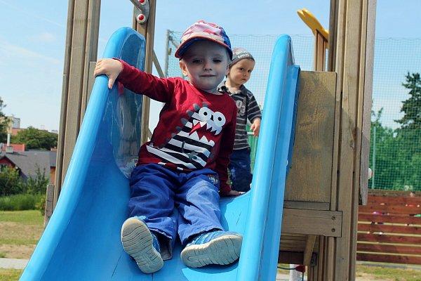 Nově dětské hřiště vRadotínské ulici vBílovci město oficiálně uvedlo do provozu na Mezinárodní den dětí.
