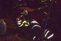 Tři jednotky hasičů zasahovaly v noci na úterý 6. listopaduna okraji Oder ve směru na obec Vražné u nehody Nissanu (pick up), který skončil v potoce. Hasiči museli vyprostit z havarovaného vozidla na pravém boku řidiče.