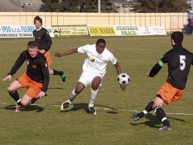V 19. kole druhé nejvyšší fotbalové ligy hostil Fotbal Fulnek mostecký FK Baník. Přestože domácí s omlazeným kádrem v prvním jarním kole doma proti Třinci dominovali, tentokrát to byl převážně Most, kdo diktoval tempo zápasu.