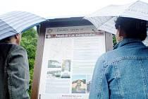 V září loňského roku se na Komenského náměstí ve Fulneku konalo slavnostní otevření naučné stezky Člověče, zastav se…. V současnosti se o stezku starají obyvatelé, město i Comeinus Fulnek.