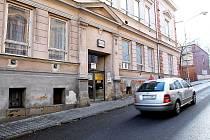 BIOGRAF ARTEFAKT je v tomto domě na Slovanské ulici v Novém Jičíně. Záměr města prodat tento dům ale trvá.