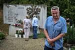 Pozůstalí, účastníci nehody vlaku, ale i další lidé uctili ve středu 8. srpna 2018 ve Studénce památku obětí železničního neštěstí, ke kterému zde došlo před deseti lety. Na snímku strojvůdce Jiří Šindelář.