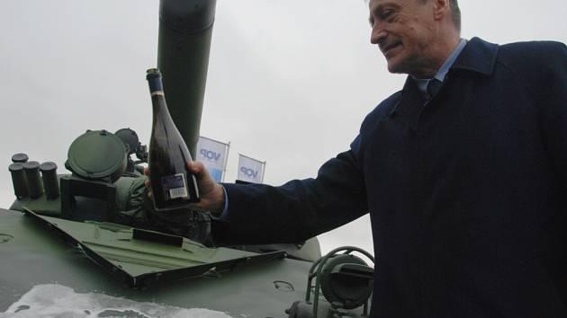 Ministr obrany Martin Stropnický navštívil podnik VOP CZ v Šenově u Nového Jičína.