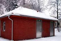 Toalety v sadu Edvarda Beneše jsou nyní přístupné denně v době od 6 do 20 hodin a v letním období bude jejich provozní doba prodloužena.