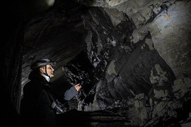 Ve Flascharově dole vOdrách přes zimní měsíce hibernují netopýři. Na snímku průvodce Martin Lazecký.