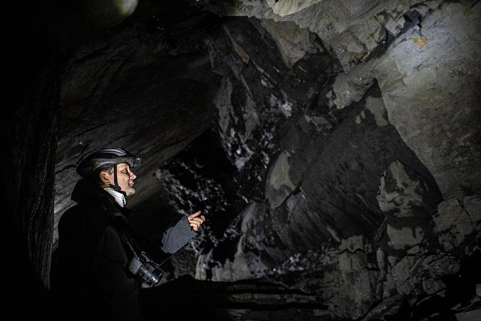 Ve Flascharově dole v Odrách přes zimní měsíce hibernují netopýři. Na snímku průvodce Martin Lazecký.