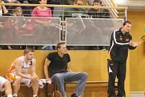 Basketbalisté Nového Jičína si zatím vedou po svém postupu do 2. ligy výtečně, když jim s bilancí 10 výher a 4 porážek patří průběžná 3. příčka.